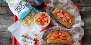 Mason's Famous Lobster Rolls Opens at Harborplace