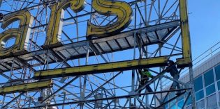 The Domino Sugars Sign Goes Dark – For Now